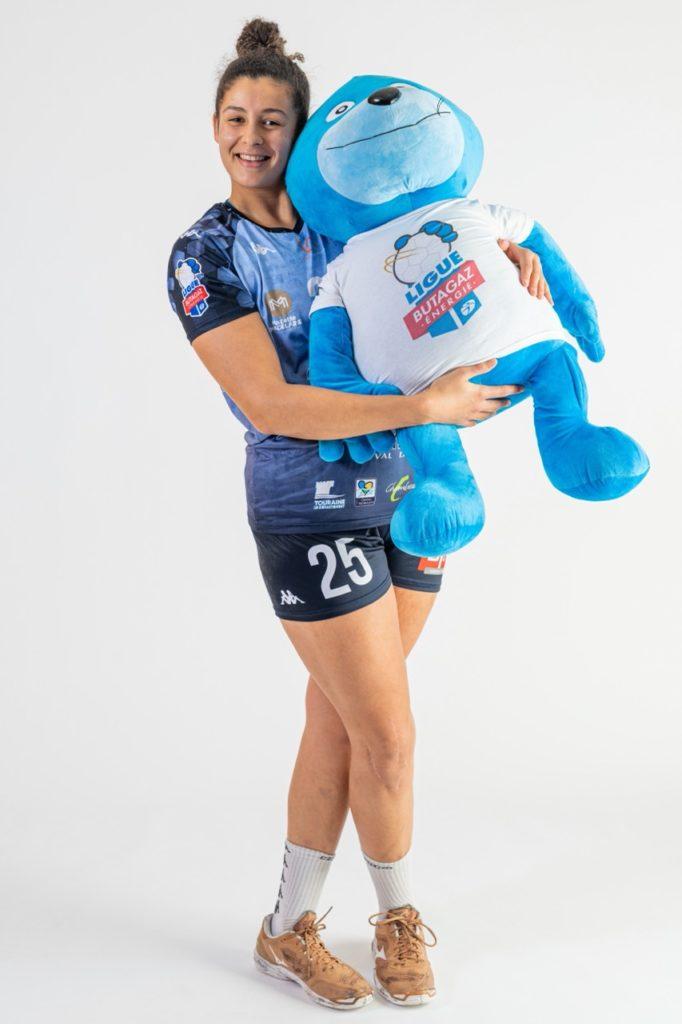 Image de Sophia Fehri, handballeuse, raconte le concours d'écriture «Portez haut les couleurs».