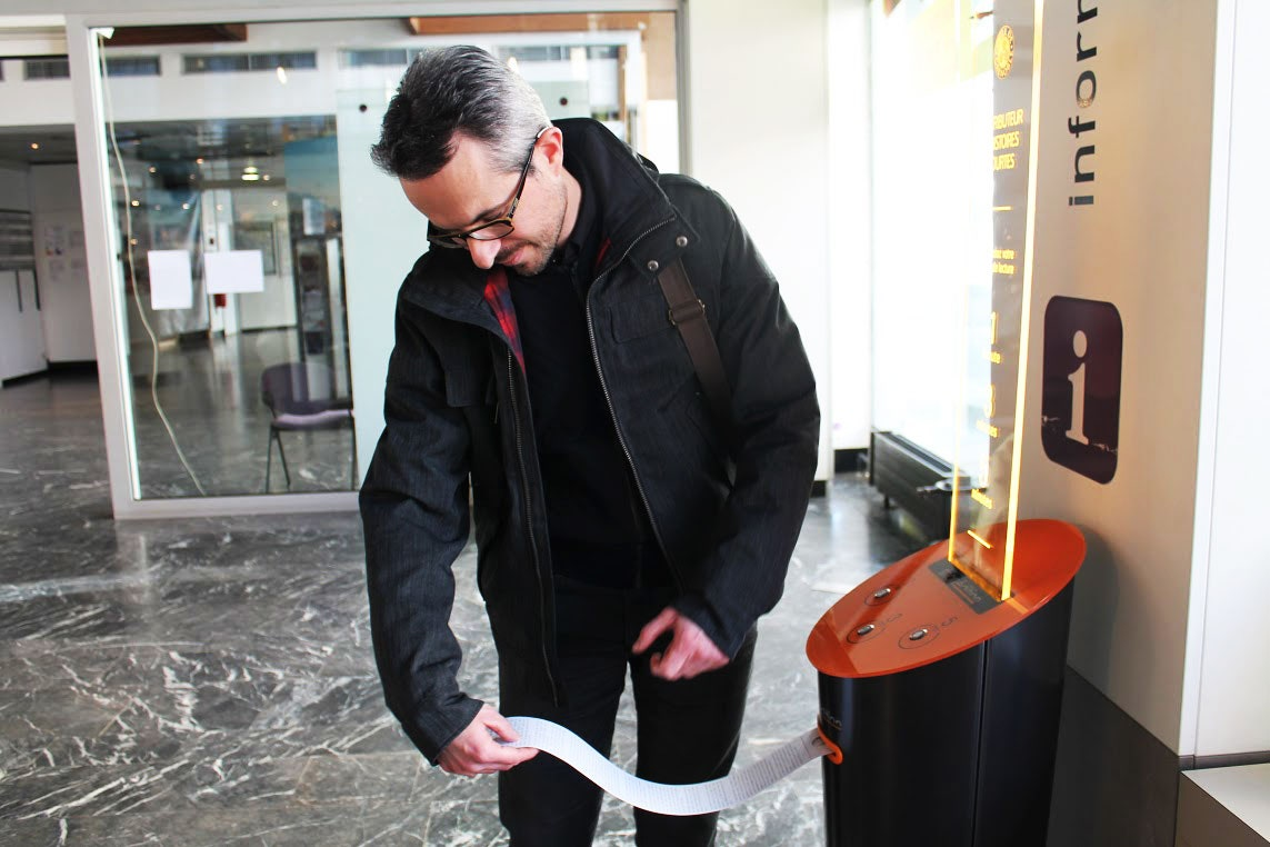 Image de [ US ] How a City in France Got the World's First Short-Story Vending Machines